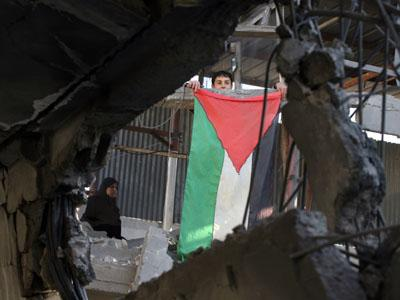 palestinian_boy_flag_woman
