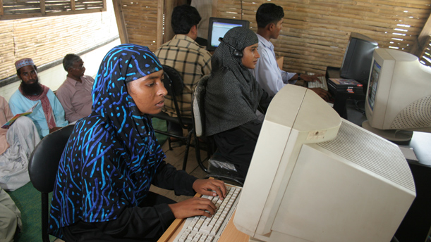 women-using-computers-in-library-atla-2005